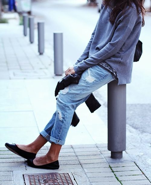 boyfriend jeans and black flats