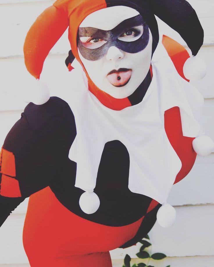 """I ain't your average girl""  #smile @harleys_united__ for more amazing Harley cosplayers ❤ #harleyquinncosplay #harleyquinn #harleenquinzel #suicidesquad #dccomics #dc #sexycosplay #sexycosplayer #cosplay #cosplayer  #blueeyes #clown #joker #costume #womanofcosplay #cute #blonde #specialeffectsmakeup #lipstick #clowngirl #jokercosplay #puddin #classicharleyquinn  #harleenquinzel#batman #arkhamknight #cosplayersofinstagram…"