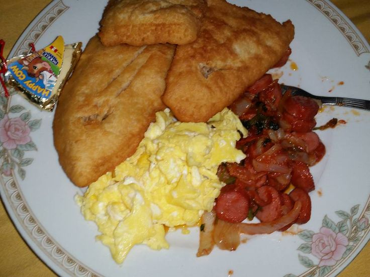 Breakfast: Fried jacks, scrambled eggs, sausages & happy cow cheese.
