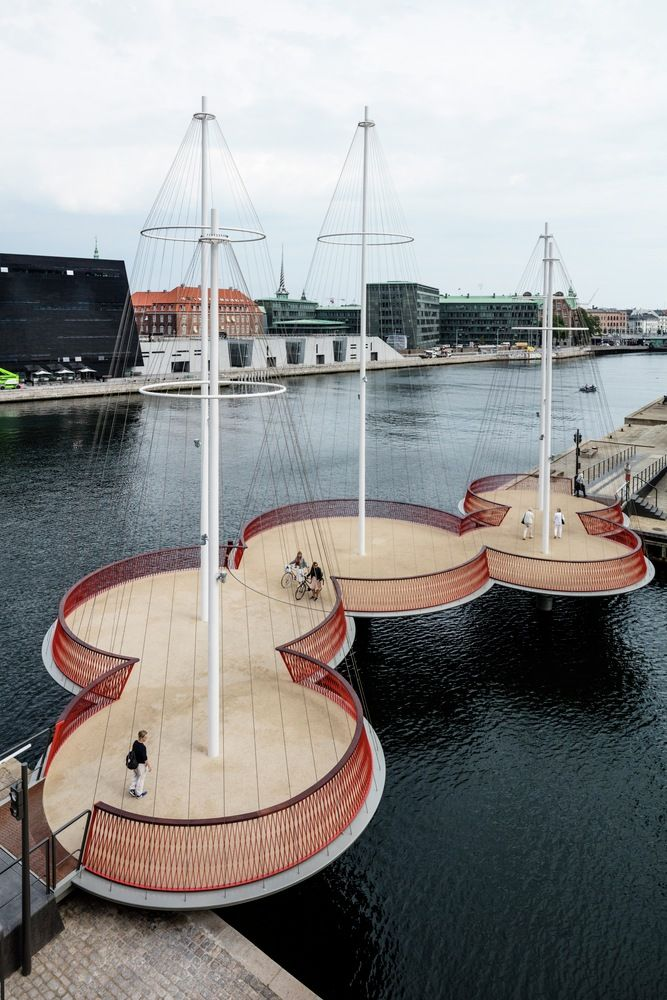 Puente Cirkelbroen,Olafur Eliasson, Cirkelbroen (El puente circular), 2015. Christianshavns Kanal, Copenhagen. Foto: Anders Sune Berg. Un regalo de Nordea-fonden para la ciudad de Copenhagen.
