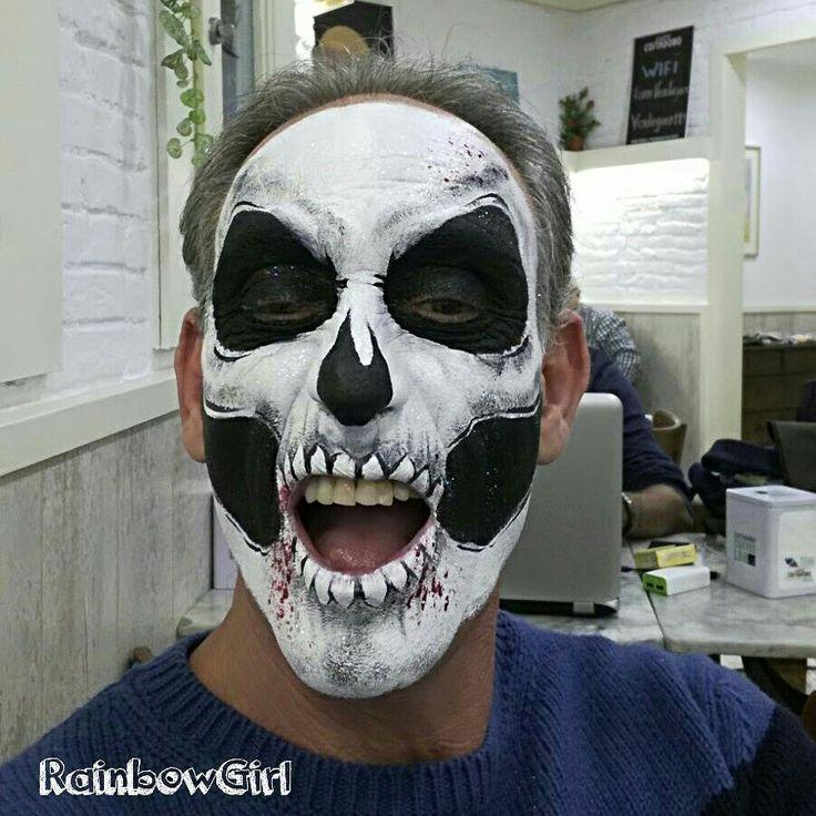 Pintando calaveras...💀👻🎃 #itshalloween . . . #rainbowgirlbcn #halloween #skull #skullmakeup #facepainting #maquillajefantasia #pintacaras #calavera #barcelona #ripollet