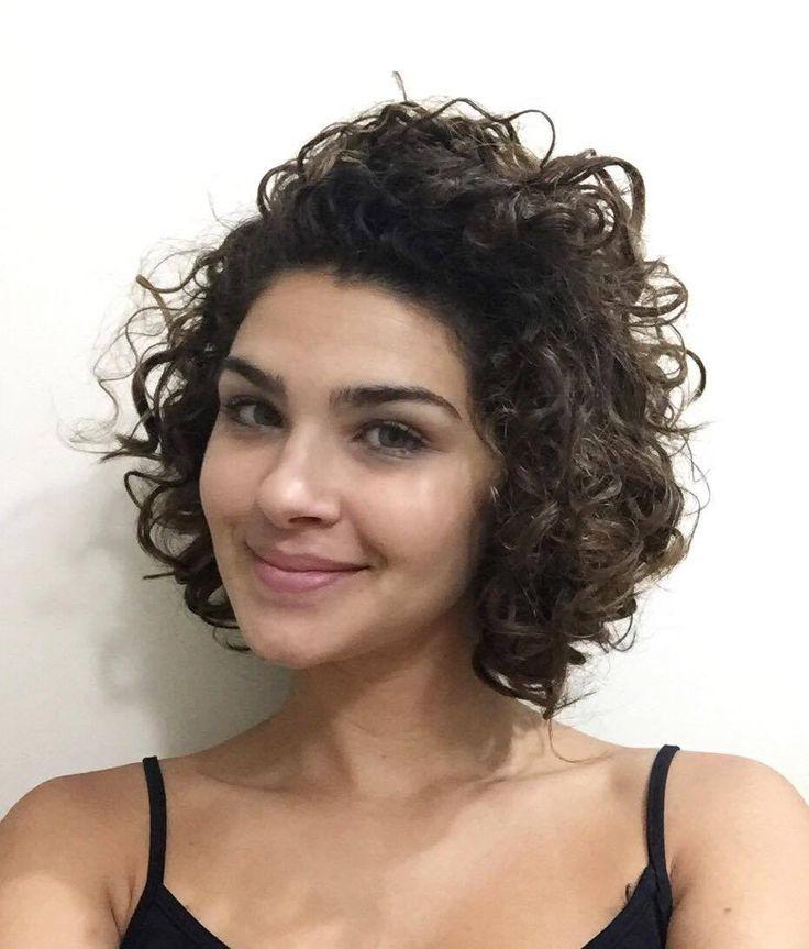 Corte curto em cabelo cacheado