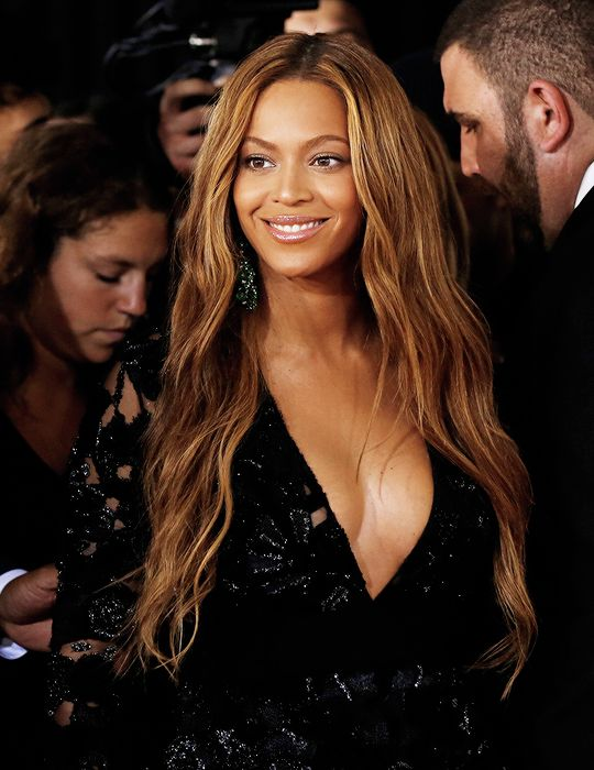 Beyoncé Grammys 2015: beachy, dreamy & effortless yet works so well for awards seaon, possibly just because she's Beyonce!