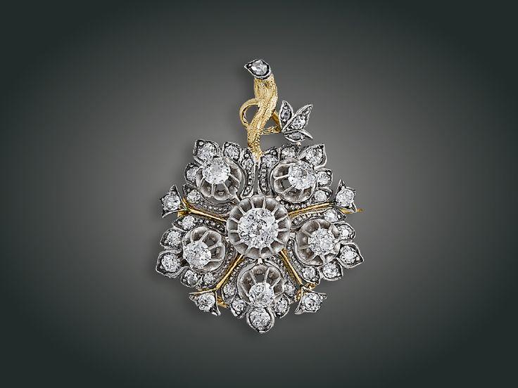 Melltű függő, 14 K arany, 6 régi csiszolású briliáns, 29 apró briliáns, 4 apró gyémánt, 1900 körül. Kikiáltási ára: 320.000 Ft / 1067 Euro http://www.bav.hu/img/pdf/BAV_65MA_Katalogus.pdf