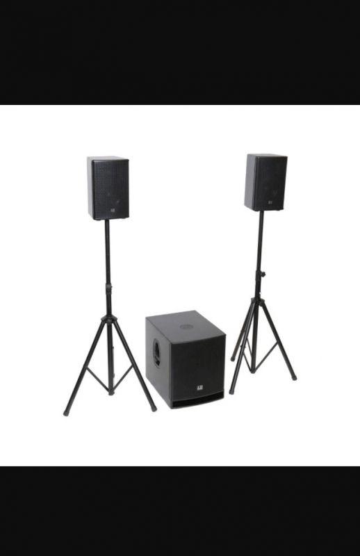 Pack sono 1400 W pour vos événement jusqu'à 400 personnes .Intérieur / extérieur (sauf pluie)Une sono puissante idéale pour soiree dansante DJ , conférence , gros home cinéma etc.Louer Pack sono 400 personnes int/ext et pack lumières Bagnolet (93170)