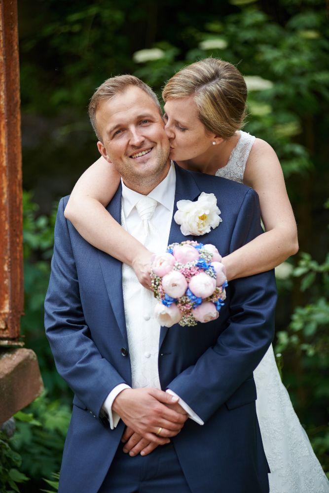 Nina und Martin ~ Romantische Vintage-Hochzeit im Garten ~ von verliebt-verlobt-fotografiert