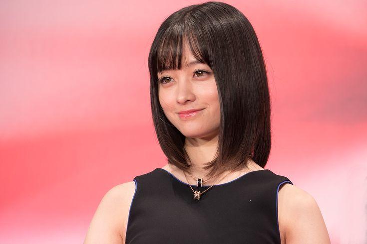 橋本環奈、石川恋と頬を寄せた仲良しショット公開「天使」「女神」など絶賛の声多数 | Abema TIMES