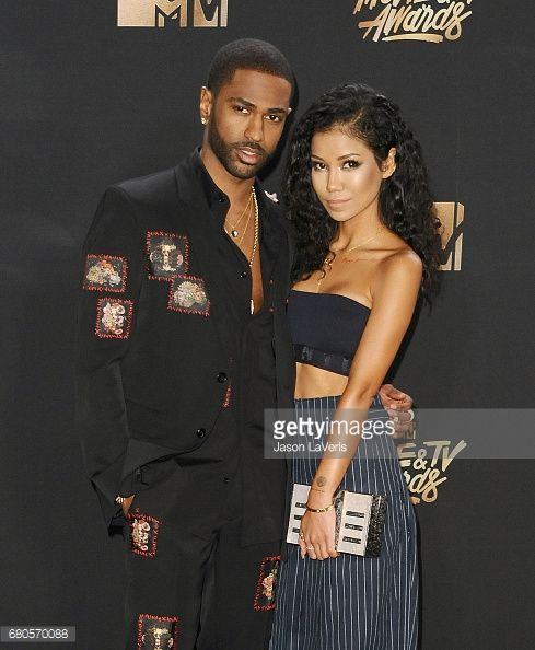 Fotografia de notícias : Rapper Big Sean and Jhene Aiko pose in the press...