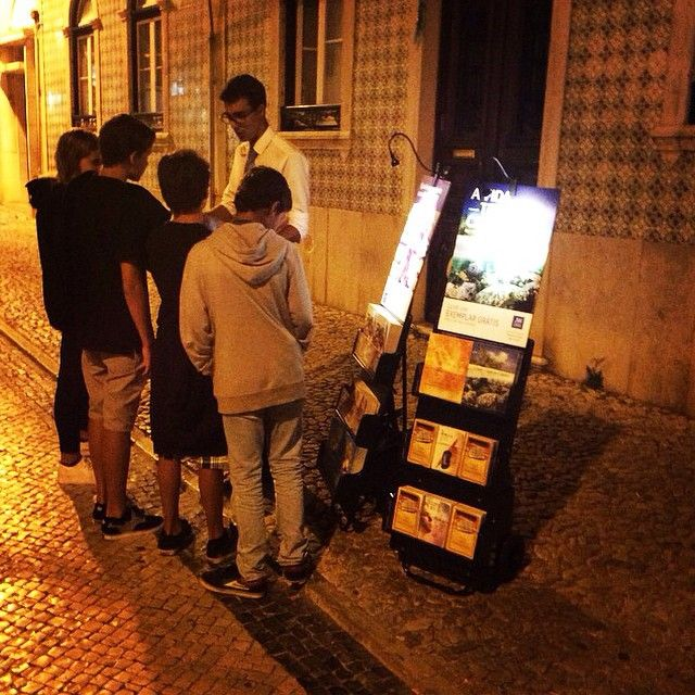 Public witnessing at 11:30 pm in Ericeira, Portugal. These kids were asking if the literature can help them in school. Photo shared by @tiagospagueti