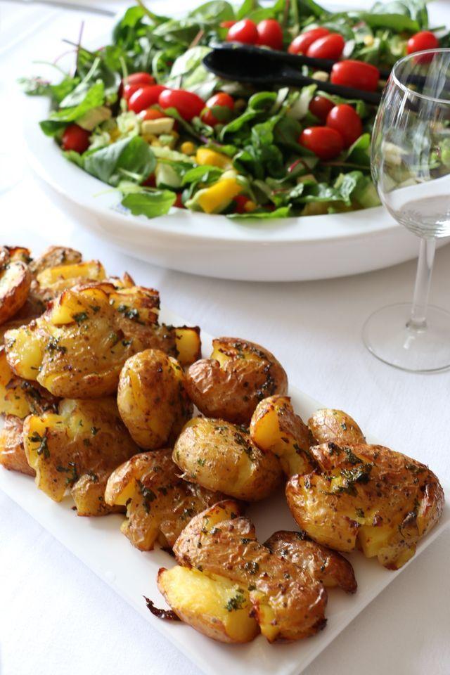 Glad Söndag! Idag sticker hela familjen på äventyr, följ med på instagram om ni vill @fikastunder Tänkte tipsa om detta goda sätt att servera potatis på. Väldigt gott och så käckt att kunna förbereda