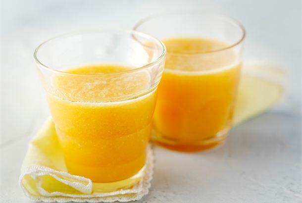 Ananas-banaanipirtelö ✦ Aloita aamusi, tai piristä iltapäivääsi, tällä aurinkoisella juomalla. http://www.valio.fi/reseptit/ananas-banaanipirtelo/