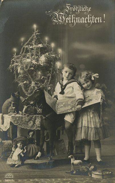 solo-vintage:    1910s Christmas Postcard.