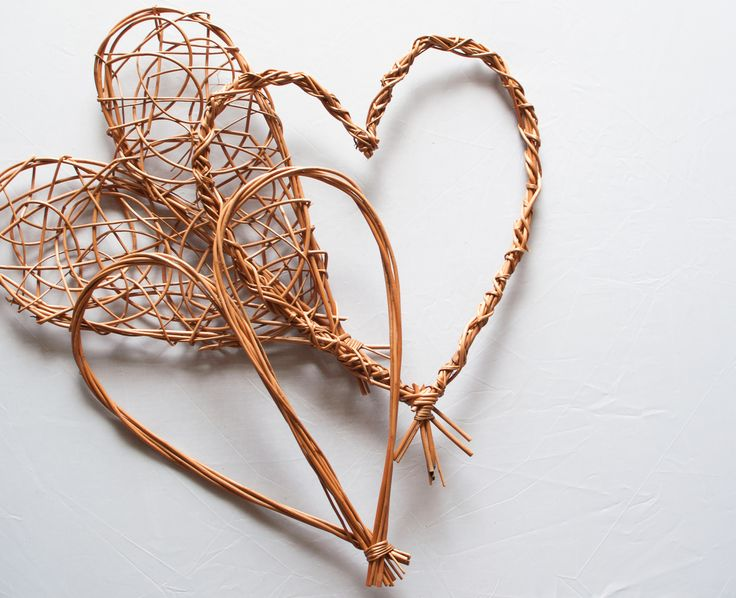 Willow hearts by wayswithwillow.co.uk. Now you can make your own with a willow…