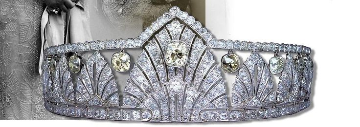 The ever-brilliant Ursula at royal magazin has posted just about the best image I've ever seen of the gorgeous palmette tiara of Princess Alice of Athlone. A tiara featuring thirteen art deco stylised palmette motifs, with bands of diamonds top and bottom, with suspened cushion-cut yellow diamonds hung from the upper band, and another, larger yellow diamond within the central palmette. More info here…