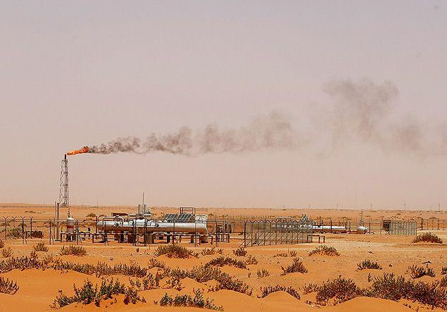 Campo de petróleo da Aramco na Arábia Saudita no deserto de Khouris, próximo a capital Riyadh