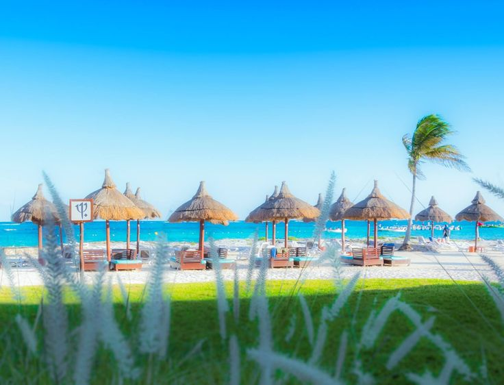 "Enter the ""Club Med Live Large"" Jean Coutu Contest for your chance to win a 7-day vacation for two to Cancún, Mexico."