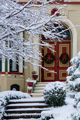 Ready for Christmas in the Lafayette Square district of St. Louis, Missouri • photo: Crystal Rolfe on Flickr