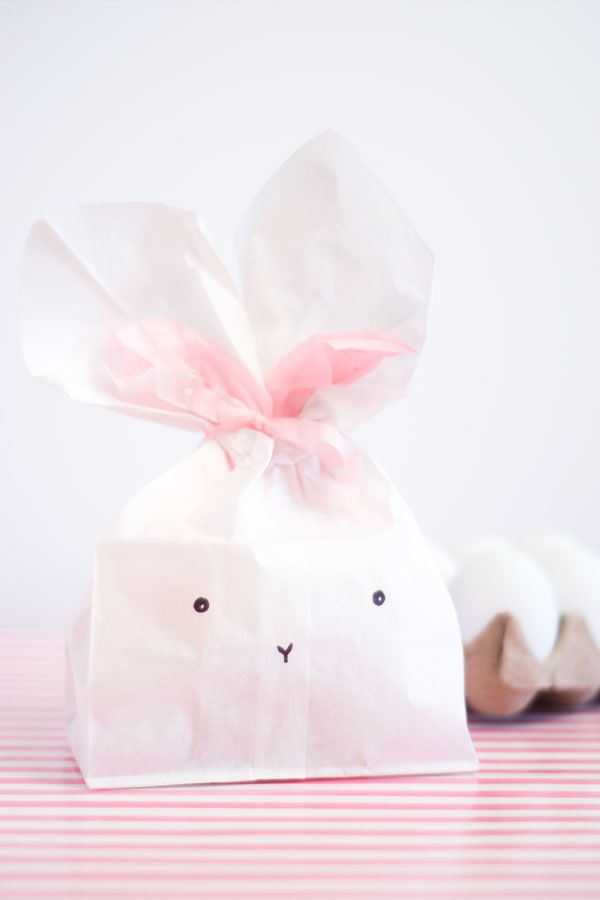Bunny Party Favor Bags How-To ~ These cute bags have many good uses... Think of these little favor bags as the perfect little gift for your Easter brunch crowd. Or, to send a special gift to a loved one. How about as a clever way to send your child's school lunch with them? Or they could be a fun little gift left in an Easter basket on Easter morning.