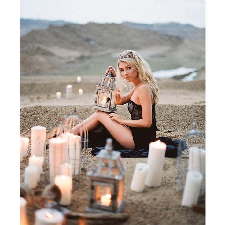 Фотограф @tanytyler_66 Флорист @t.kudriashova ❤️#Victoria_StoryDress Название: Виктория Подходит для размеров: XS, S, M, L Срок аренды: 1 сутки Максимальный вес платья: 0,3 кг. Стоимость аренды: 1 200 руб. Залог: 2 000 руб. Очень дерзкое чёрное платье. Прозрачный топ на молнии, расшит узором из кружева. Юбка длиной до пола с высокими разрезами по бокам. Внутрь юбки вшиты трусики. #прокатплатьев #арендаплатьев #платьедляфотосессии #платьянафотосессию #пышноеплатье #пышноеплатьеваренду…