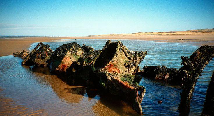 relíquia enferrujada, destroços de um submarino anão em Aberlady Bay, na Escócia