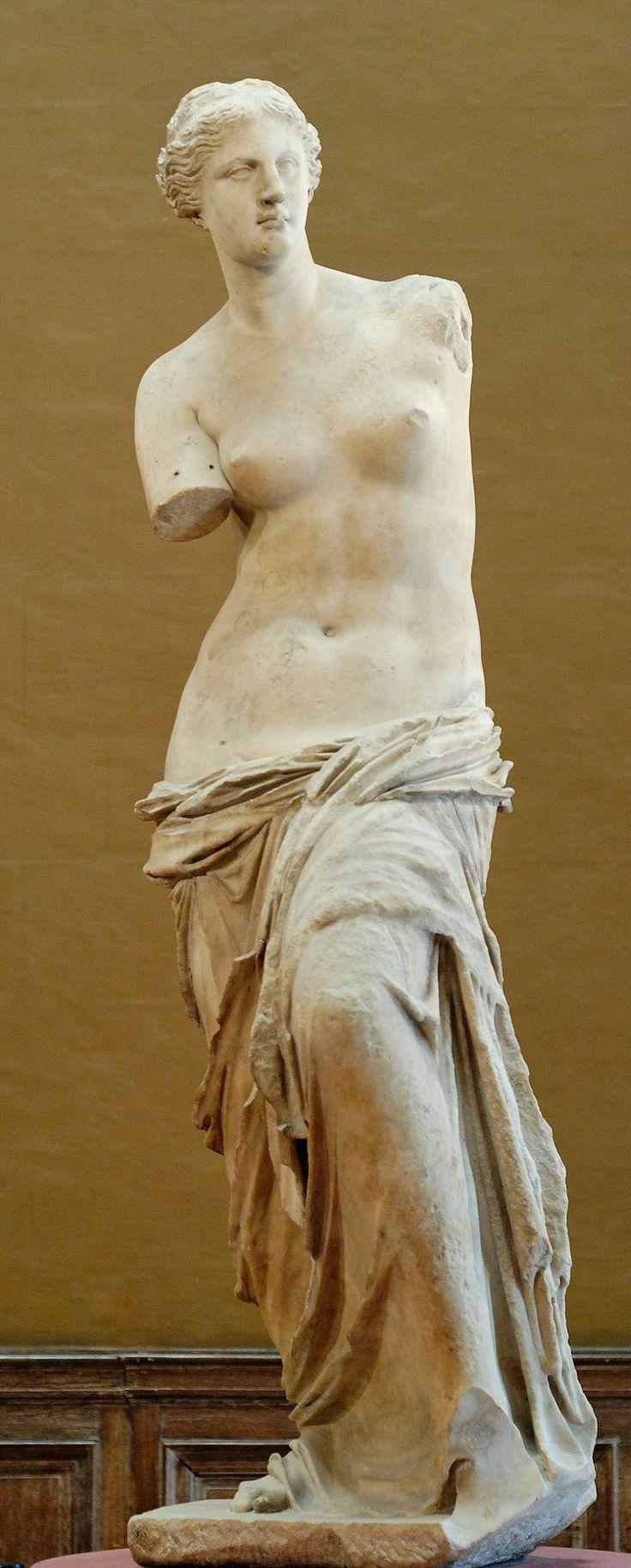 """""""La Vénus de Milo"""" - Célèbre sculpture grecque de la fin de l'époque hellénistique (vers 130-100 avant notre ère) qui pourrait représenter la déesse Aphrodite (assimilée à Vénus dans la mythologie romaine) - Découverte en 1820 sur l'île de Milos (Milo étant une forme ancienne du nom de cette île), d'où son nom - Musée du Louvre, Paris."""
