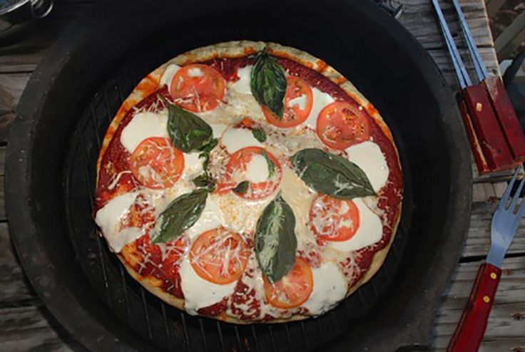Recipe for Grilled Pizza with Mozzarella, Basil, and Tomato
