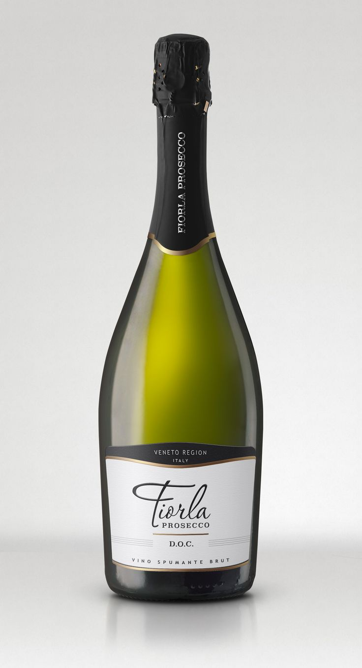 Client wanted to develop a very clear prosecco label. They were looking for a modern looking Italian prosecco label.
