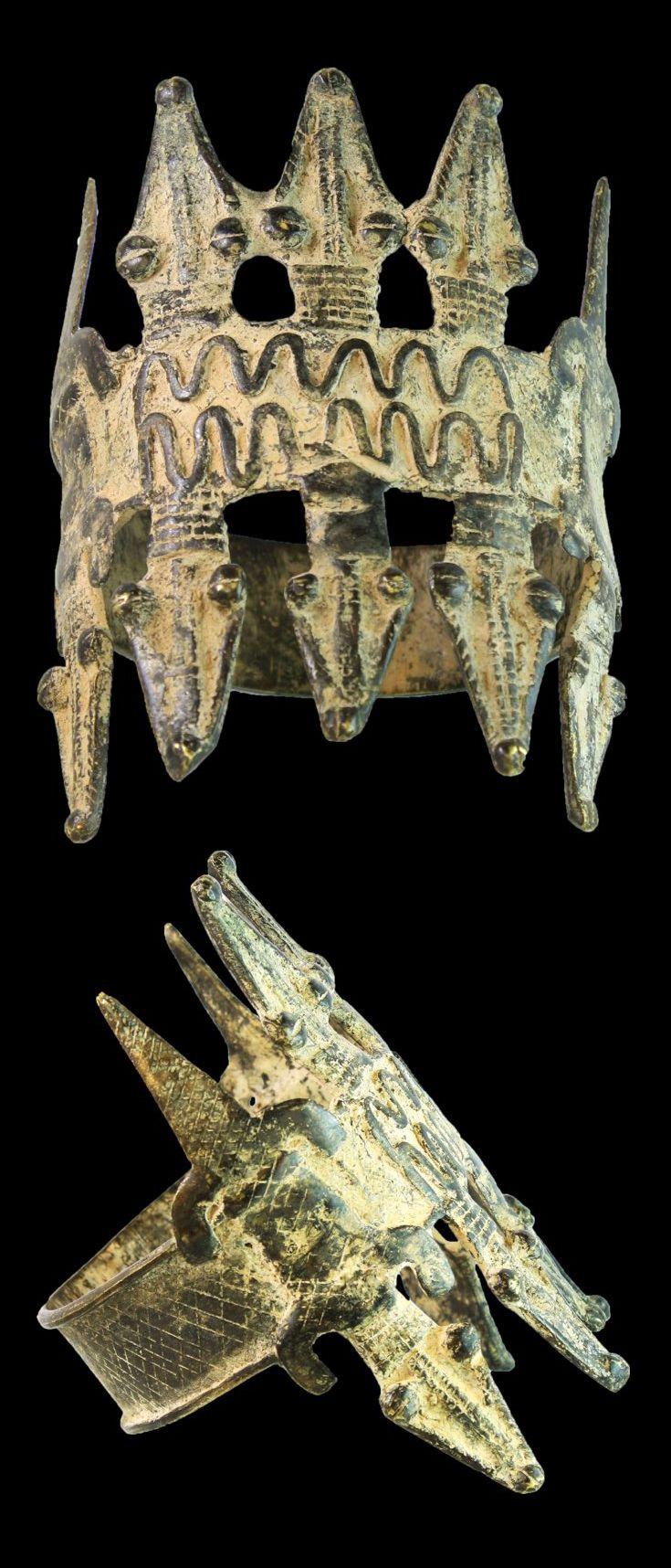 Burkina Faso | Bracelet from the Lobi people; with crocodiles. Bronze. 324 gr | ca. 1850 - 1900 AD