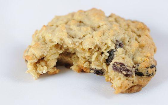 Cookies ultra simple et light à la banane ◾2 bananes ◾100 g de flocons d'avoine ◾20 g de pépites de chocolat ou de fruits secs