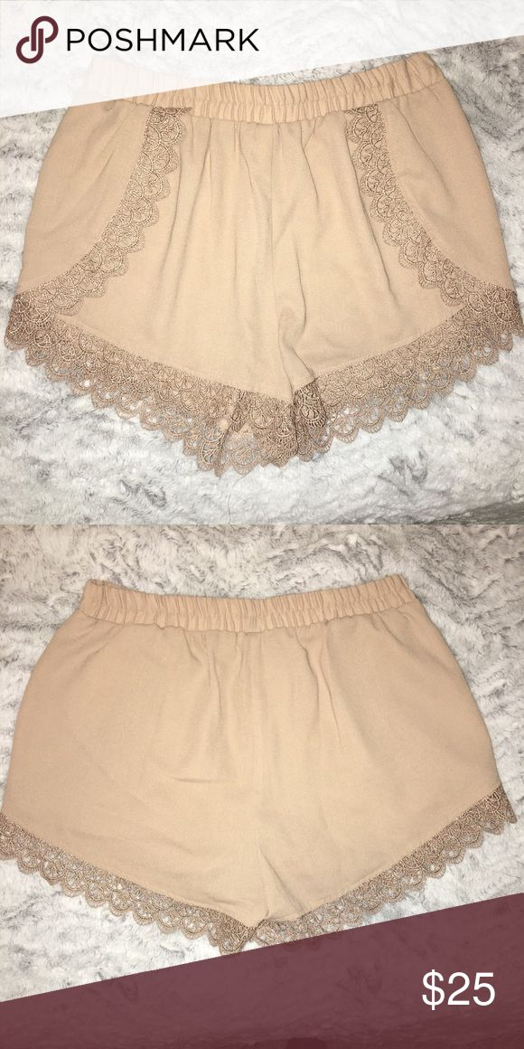 Woven beige shorts size M with lace details Woven beige shorts size M with lace details Topshop Shorts Skorts