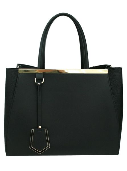 This Belos Bag is simple yet has a touch of charm with its sleek black design and golden touch. Its large style provides plenty of room for you to fit all of your belongings with additional zipped compartments to ensure the safety of your items. It features a classy clip and changeable straps to fit any occasion.