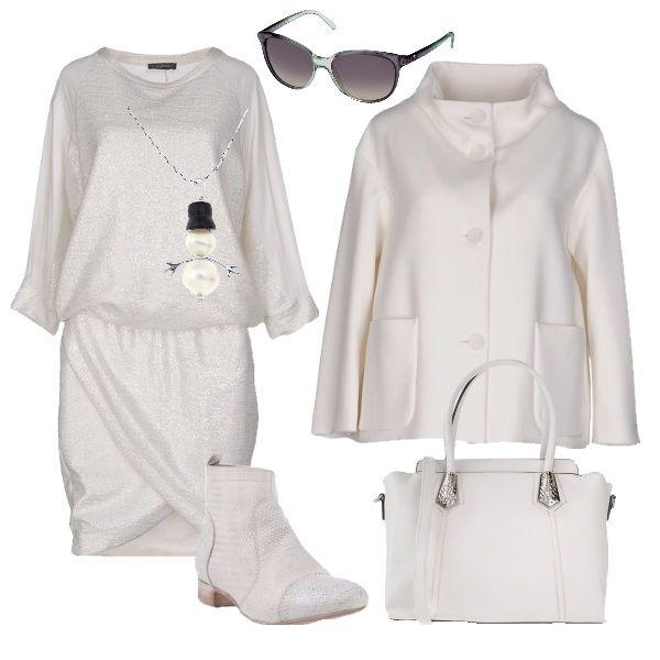 Il vestito bianco che si appoggia sui fianchi ha le maniche a kimono e la gonna che mette in risalto le gambe. E' abbinato ad una giacca avorio modello a scatola con abbottonatura fino al collo. Stivaletti con tacco basso anch'essi bianchi come la borsa con dettagli d'argento. Gli occhiali da sole leggeri con sfumature argento e verde e gioiello con pupazzo di neve in tono al look.