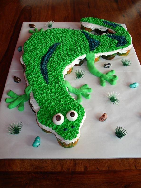 Lizard Cupcake Cake