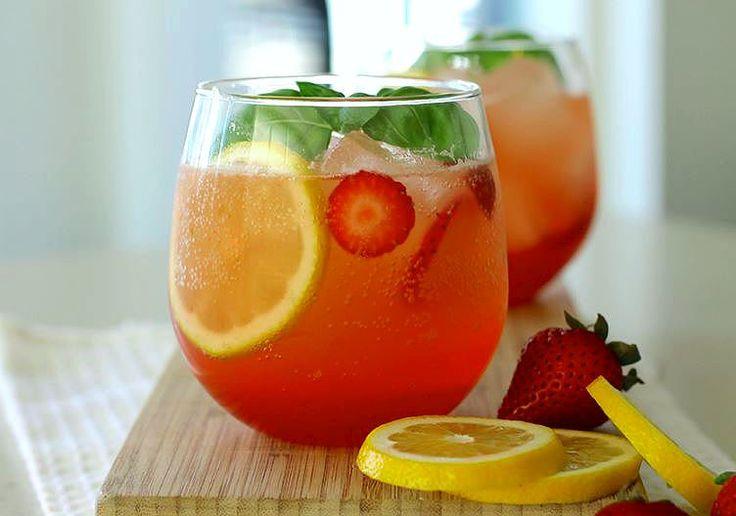 Limonada de fresa y albahaca, vitamina C 'al cuadrado' ya que las fresas tienen una alta cantidad de esta vitamina junto con el limón.