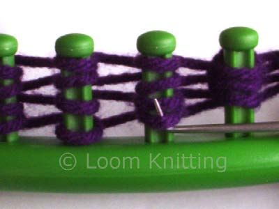 Different stitches on the round loom.