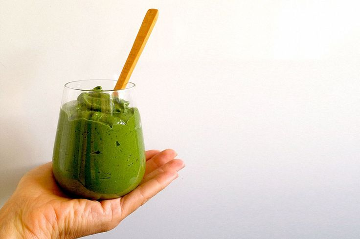 The Need-a-Spoon-Consistency Green Smoothie – The Holistic Ingredient