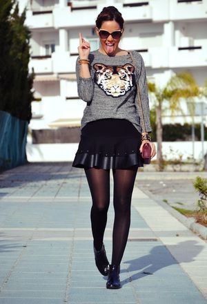 Look by @conzapatosnuevos with #leather #falda #sweater #ankleboots #sudaderas #cuero #fall #dresses #top #booties #sfera #skirts #pullbear #botines #cardigans #chic #streetstyle #sweaters #inverno #fashion #outfit #animal #tiger #looks.