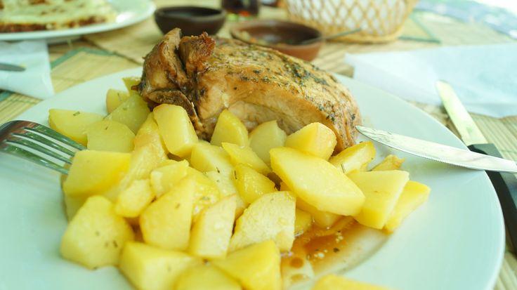 En cualquier lugar del Cajón del Maipo puedes encontrar comida típica chilena . No te la puedes perder !!!