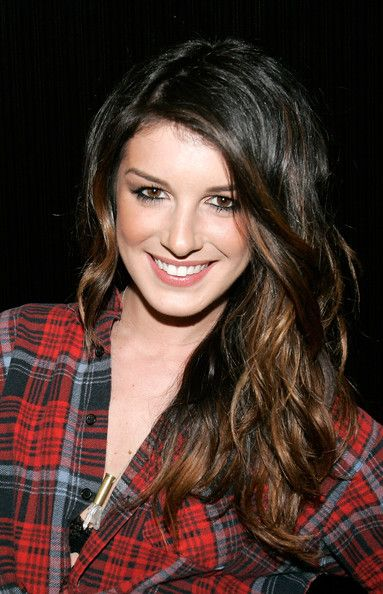 Shenae Grimes as Mia Grey. She's sweet and stylish as Annie Wilson on 90210. Shenae would be a great choice for Mia Grey, a playful spirit that has everyone's best intentions at heart.