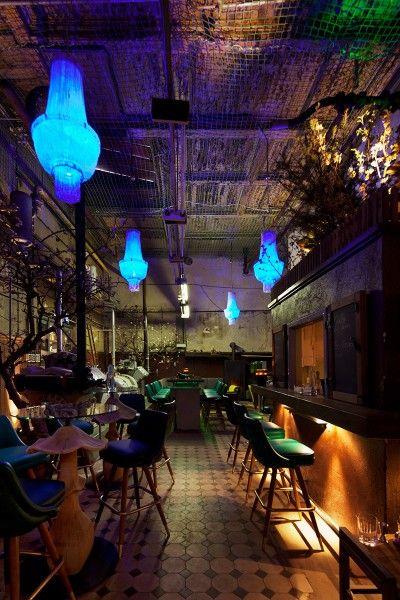 Le Croco Bleu, old Bötzow brewery, Berlin, Germany. Omschakeling naar avond verlichting