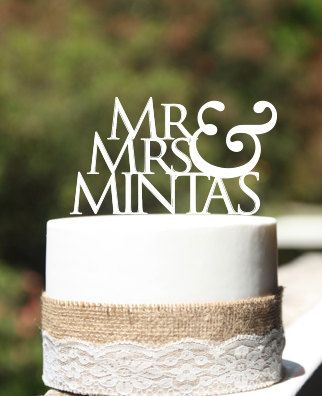 Love this cake topper. On a simple cake would look fab. Mr&Mrs wedding cake topperrustic wedding cake by CommunicakeIt