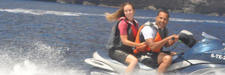 ¡Vive una experiencia única a bordo de motos acuáticas! En EcheydeTours organizamos excursiones a bordo de estas fantásticas motos para que vivas una experienca llena de adrenalina y emoción. Podrás conducirla tú mismo o ir acompañado de un conductor.