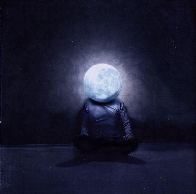 """...Che mi fingevo a volte luna e rubavo il buio e la paura a te, che non trovi più, qui dentro te, la bianca immagine di me. """"E ruberò per te la luna"""", NEGRAMARO"""