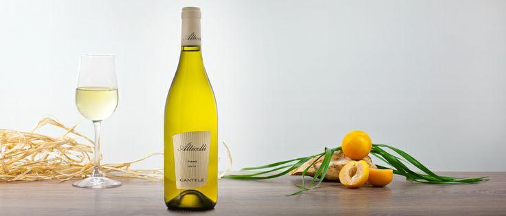 Alticelli fiano I.G.T. Salento  Il vino ripropone in bocca il frutto e il fiore; la spiccata acidità prolunga le sensazioni gustative, conferendogli una notevole persistenza. Vino molto versatile, abbinabile ad una cucina marinara, anche elaborata, così come a primi e secondi piatti della tradizione salentino a base di verdura. Da sperimentare inoltre, su formaggi freschi e leggermente stagionati. http://hitany.it/it/prodotti/vino/alticelli-fiano-igt-salento-150