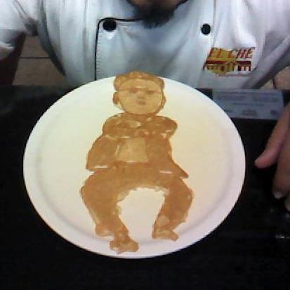 Hot cakes artísticos. en Tepatitlán de Morelos.  la gente pide mucho a Gokú, PSY y Mickey Mouse por Saul Ortiz  http://www.onfan.com/es/especialidades/tepatitlan-de-morelos/restaurant-el-che-campestre/hot-cakes-artisticos?utm_source=pinterest&utm_medium=web&utm_campaign=referal