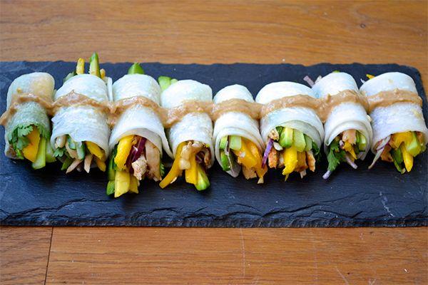 Supergezonde snack: rolletjes gevuld met avocado, kip en mango ♥ Foodness - good food, top products, great health