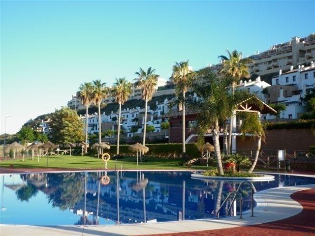 Bargain apartment in La Cala de Mijas, 3 beds 250,000€ next to beach