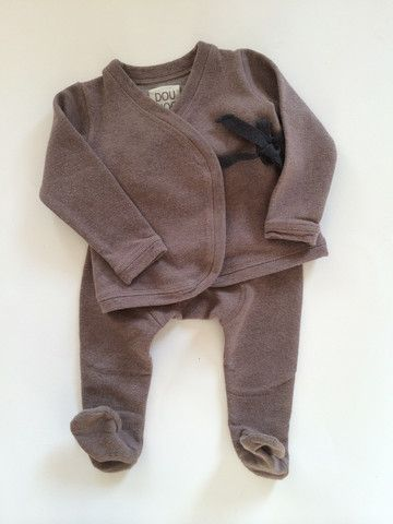 DOUUOD, 12 mesi; 40€ http://hipmums.it/products/giacchina-con-ghette-cotone-nocciola