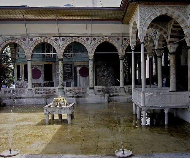 Topkapi Palace courtyard