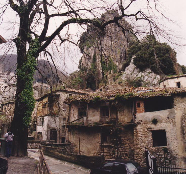 Pietrastornina: borgo